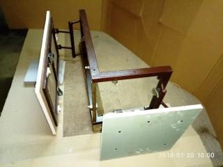 Угловой люк под плитку в короб